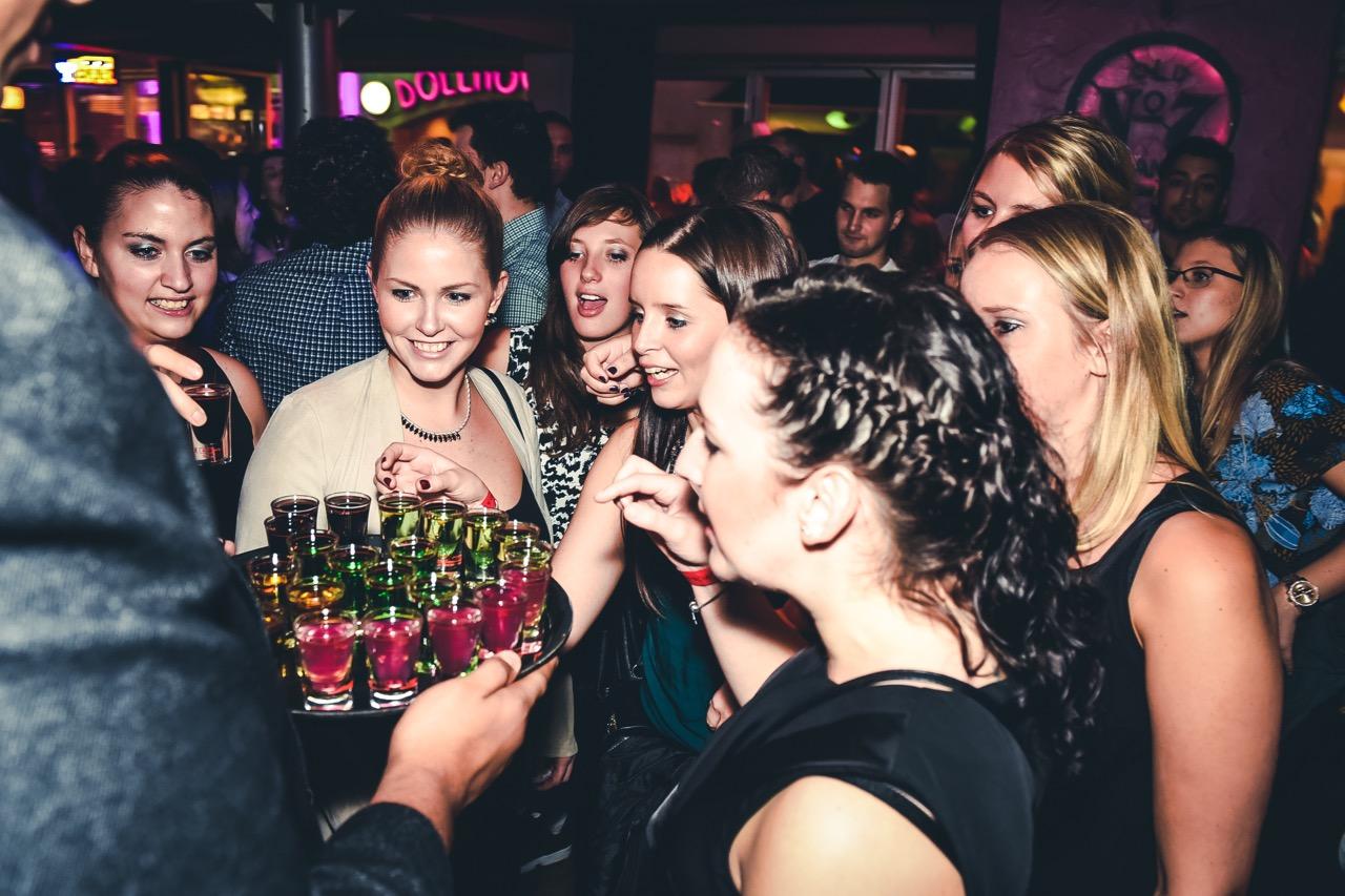 Partytour Hamburg - Hübsche Menschen in coolen Clubs
